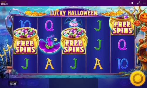 Lucky Halloween Review Slots Free Spins feature triggered when 3 free spins symbols appear on the reels.